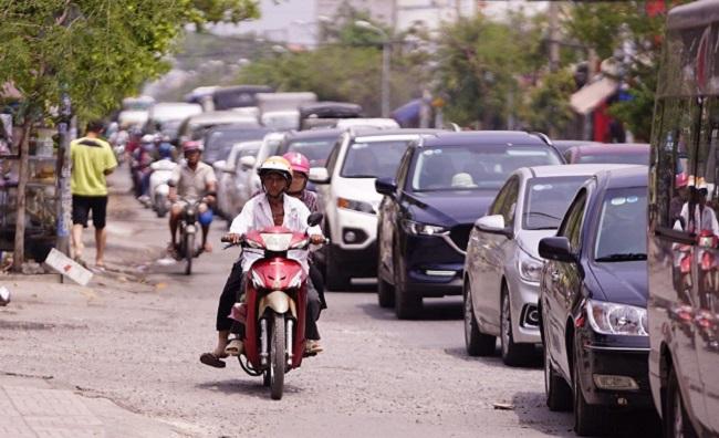 TP.HCM: Người dân đổ xô về Cần Giờ nghỉ lễ khiến phà Bình Khánh ùn tắc kéo dài  - Ảnh 2