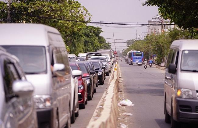 TP.HCM: Người dân đổ xô về Cần Giờ nghỉ lễ khiến phà Bình Khánh ùn tắc kéo dài  - Ảnh 3