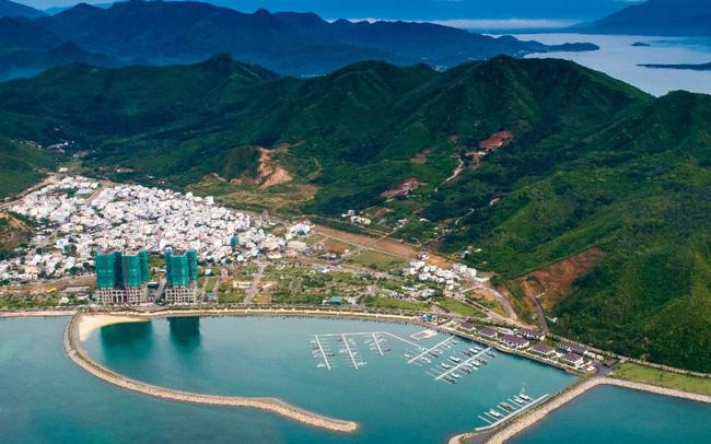 Bloomberg: Bến du thuyền cho giới siêu giàu từ làng chài ở Nha Trang - Ảnh 1