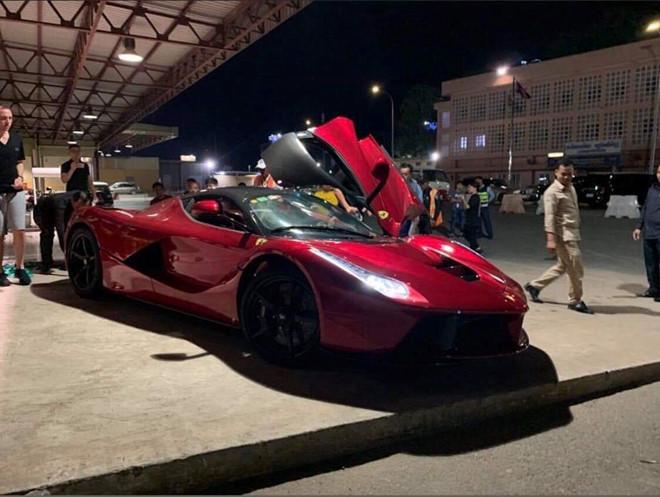 Đại gia Campuchia chơi sang, nhập cùng lúc bộ đôi siêu phẩm triệu USD của Ferrari ngay trong đêm - Ảnh 1