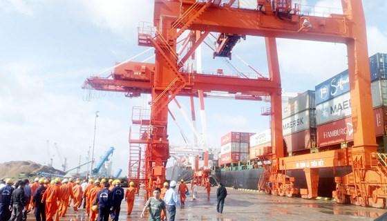 Vinalines ra công văn hỏa tốc công bố thông tin bất thường về việc tiếp nhận cảng Quy Nhơn - Ảnh 1