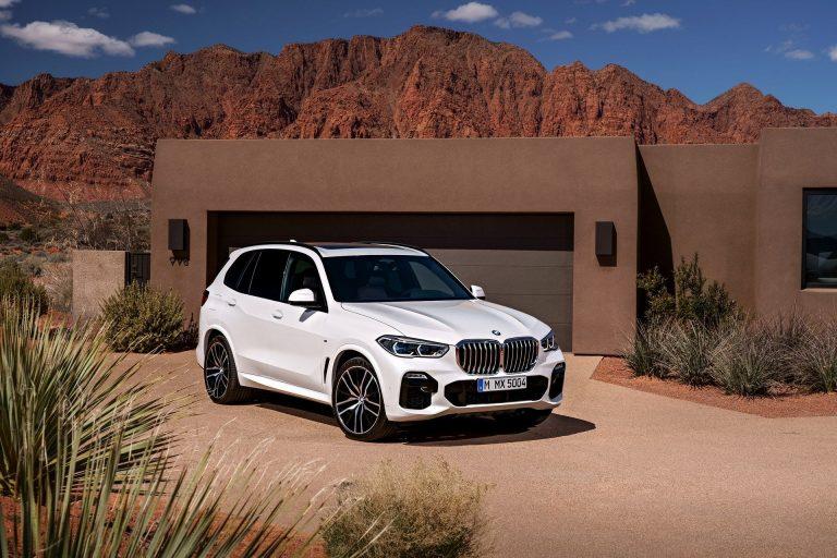 Bảng giá BMW mới nhất tháng 5/2019: X4 giữ giá bán 2,399 tỷ đồng - Ảnh 1