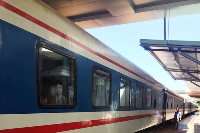 Nhân viên đường sắt giải cứu 2 cô gái bị ép đưa ra Huế làm thuê tại quán karaoke - Ảnh 1