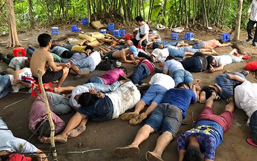 Trinh sát tổ chức vây bắt trường gà của băng nhóm giang hồ Vĩnh Long - Ảnh 1