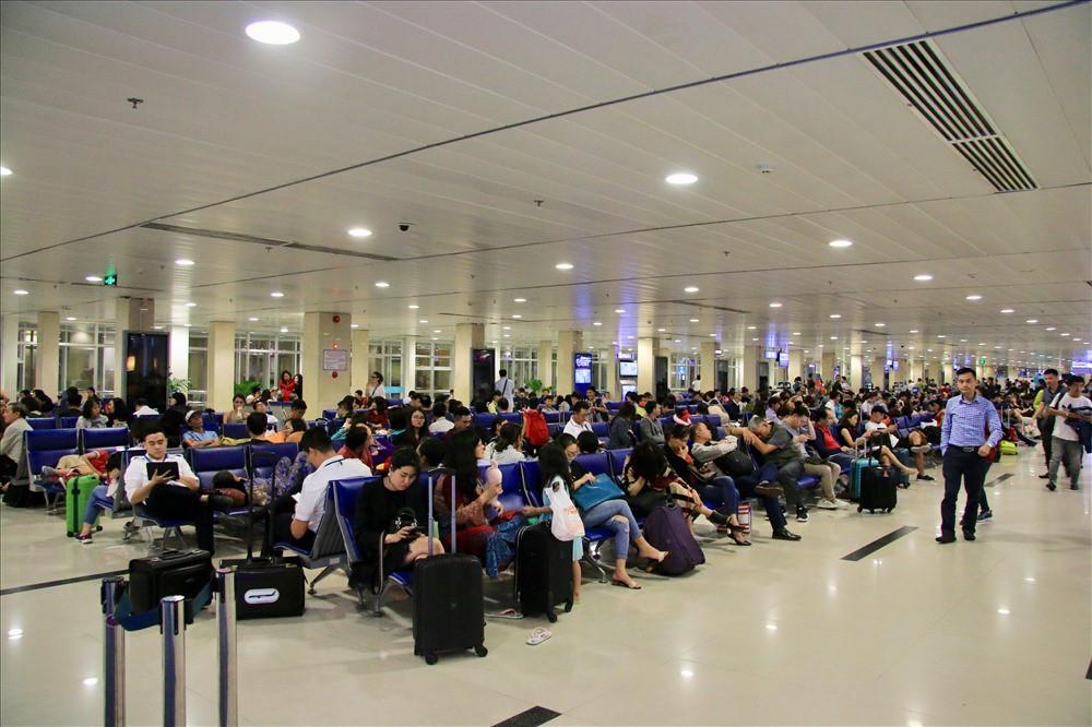 An ninh sân bay phát hiện nữ hành khách giấu 3 viên đạn còn nguyên hạt nổ trong hành lý - Ảnh 1