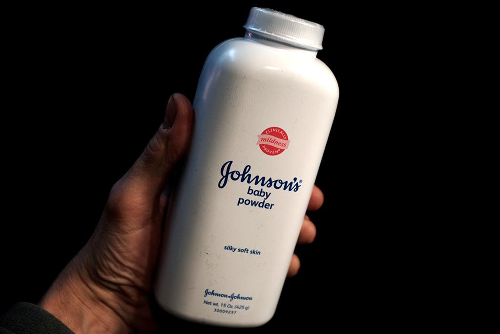 Phấn rôm Johnson & Johnson tiếp tục bị điều tra nguy cơ gây ung thư - Ảnh 1