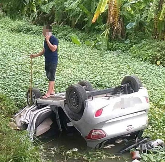Taxi lao xuống mương nước, tài xế tử vong trong xe - Ảnh 1