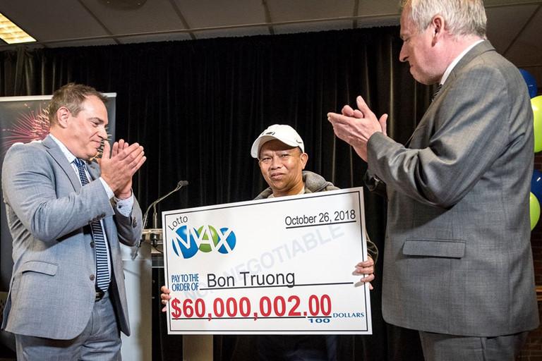 Kiên định mua dãy số gần 30 năm, người đàn ông gốc Việt trúng độc đắc hơn 1.000 tỷ đồng - Ảnh 1