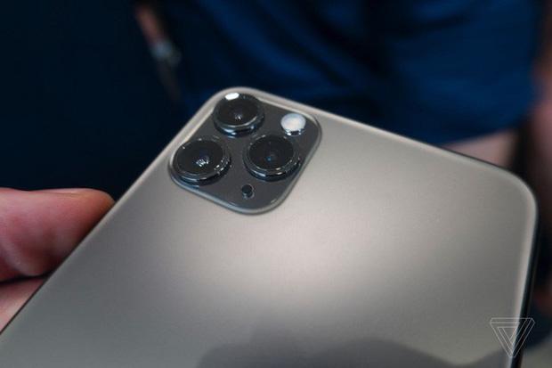 Vừa xuất hiện, thiết kế của iPhone 11 Pro và Pro Max của nhà táo đã bị chê tơi tả - Ảnh 1