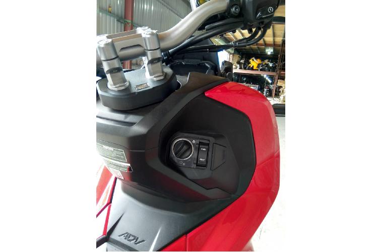 Chi tiết xe ga Honda ADV 150 vừa được chào giá hơn 100 triệu đồng tại Việt Nam - Ảnh 4