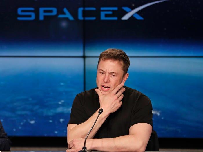 Tỷ phú Elon Musk đã làm cách nào để sở hữu núi tiền khổng lồ tới 30,2 tỷ USD? - Ảnh 3
