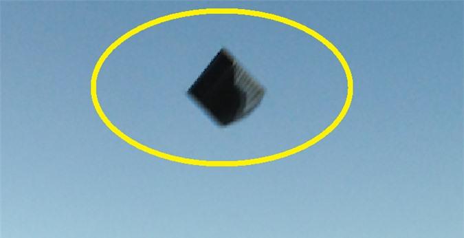 UFO có hình thù dị dạng đột nhiên xuất hiện ở Ireland khiến nhiều người sửng sốt - Ảnh 2