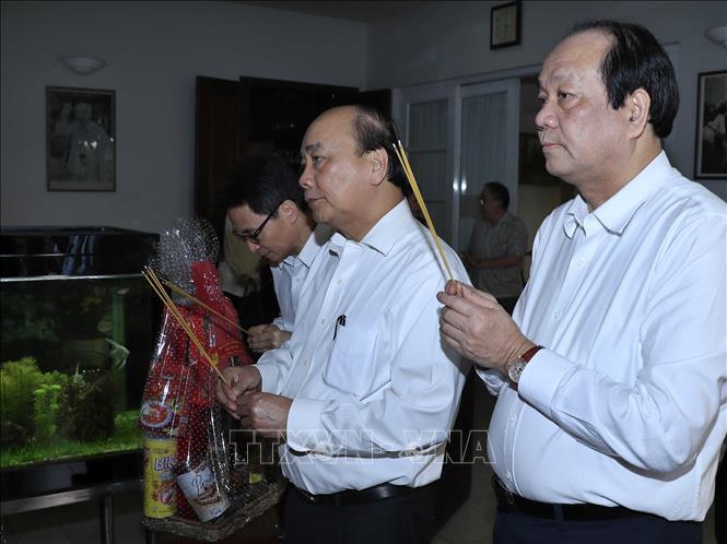 Thủ tướng Nguyễn Xuân Phúc dâng hương, tưởng nhớ các đồng chí nguyên lãnh đạo Đảng, Nhà nước - Ảnh 1