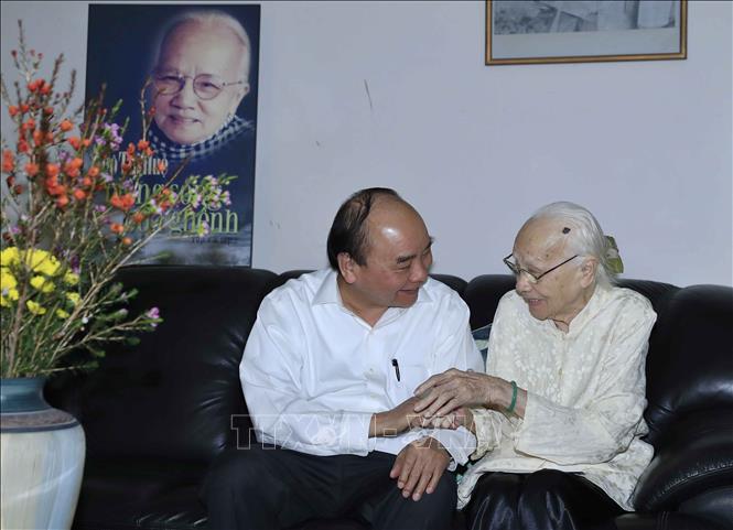 Thủ tướng Nguyễn Xuân Phúc dâng hương, tưởng nhớ các đồng chí nguyên lãnh đạo Đảng, Nhà nước - Ảnh 2
