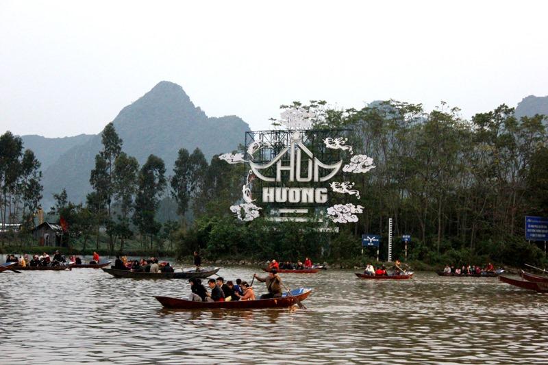 Khai hội chùa Hương Xuân Canh Tý 2020: Hàng vạn du khách nô nức chen chân dự lễ - Ảnh 2