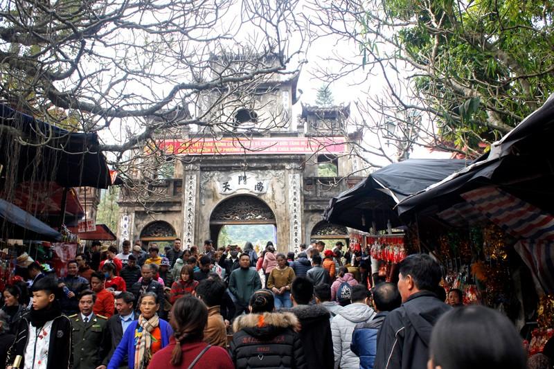 Khai hội chùa Hương Xuân Canh Tý 2020: Hàng vạn du khách nô nức chen chân dự lễ - Ảnh 4