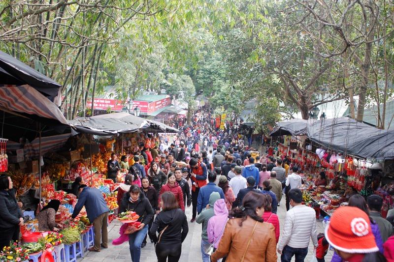 Khai hội chùa Hương Xuân Canh Tý 2020: Hàng vạn du khách nô nức chen chân dự lễ - Ảnh 5