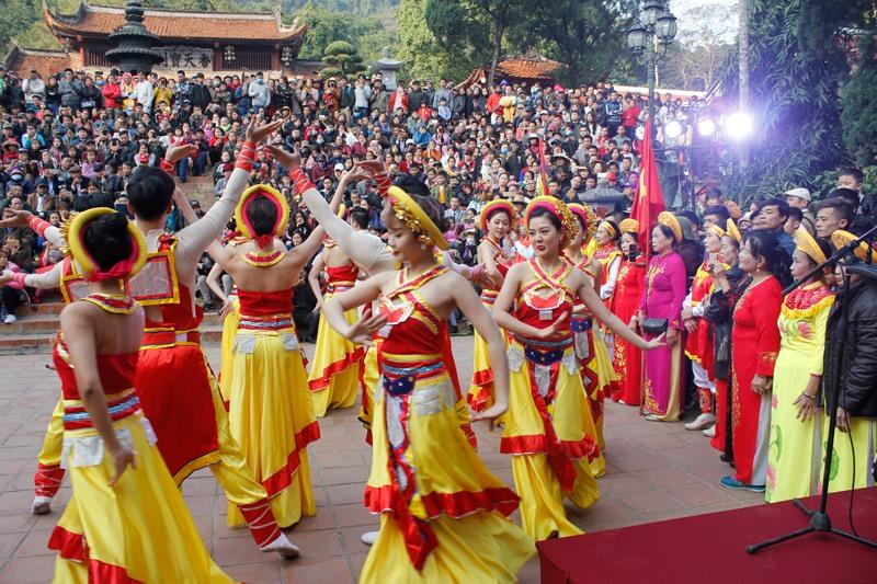 Khai hội chùa Hương Xuân Canh Tý 2020: Hàng vạn du khách nô nức chen chân dự lễ - Ảnh 6