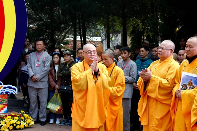 Khai hội chùa Hương Xuân Canh Tý 2020: Hàng vạn du khách nô nức chen chân dự lễ - Ảnh 3