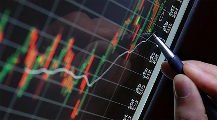 Phiên giao dịch cổ phiếu đầu năm Canh Tý: Nhiều nhà đầu tư bán tháo phòng tránh rủi ro - Ảnh 1