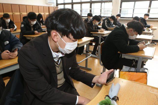 Đang căng mình vì dịch Covid-19, Hàn Quốc còn đau đầu với hàng vạn du học sinh Trung Quốc chuẩn bị trở lại - Ảnh 1