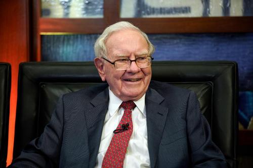 Sau nhiều năm trung thành với chiếc điện thoại giá 20 USD, tỷ phú Warren Buffett đã chuyển sang dùng iPhone - Ảnh 1