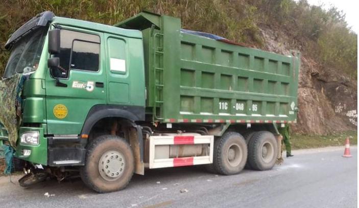 Xe máy va chạm xe tải chạy ngược chiều, 1 người tử vong tại chỗ - Ảnh 1