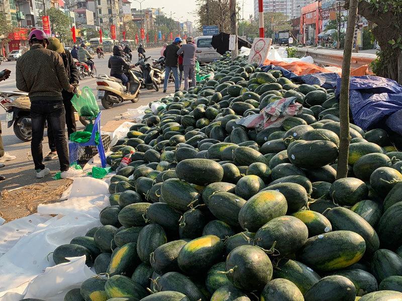 """Giá nông sản xuất khẩu Trung Quốc rớt thảm vì """"tắc đường"""", hai bộ họp khẩn bàn cách giải cứu - Ảnh 1"""