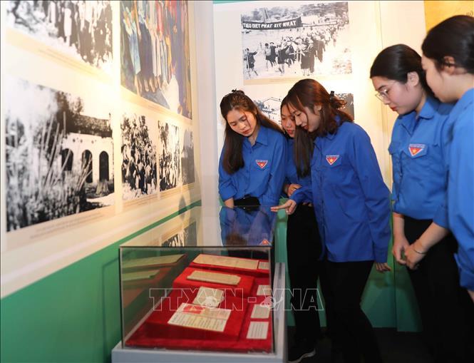 Triển lãm 'Đảng Cộng sản Việt Nam ra đời - Bước ngoặt của cách mạng Việt Nam' - Ảnh 2