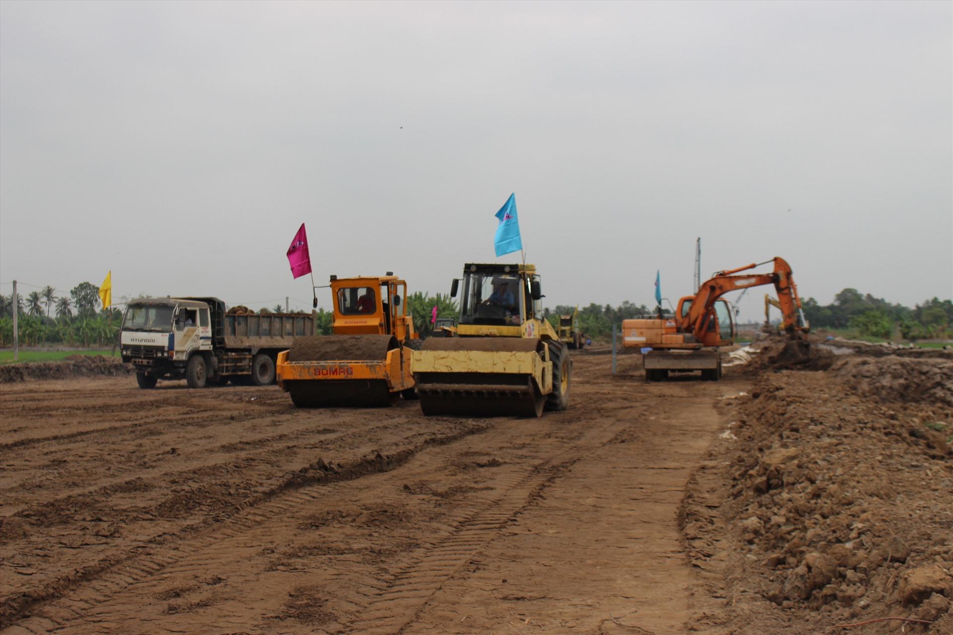 Giải ngân khoản vay đầu tiên cho 4 gói thầu tại dự án cao tốc Trung Lương - Mỹ Thuận - Ảnh 1
