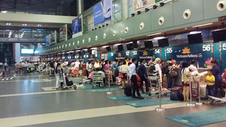 Bệnh nhân nhiễm Covid-19 thứ 17 có 2 hộ chiếu, xuất trình hộ chiếu không dấu nhập cảnh Ý để vào Việt Nam - Ảnh 1