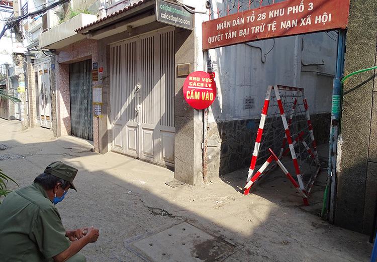TP.HCM: Thêm 2 khu dân cư bị phong tỏa vì có người nhiễm Covid-19 - Ảnh 1