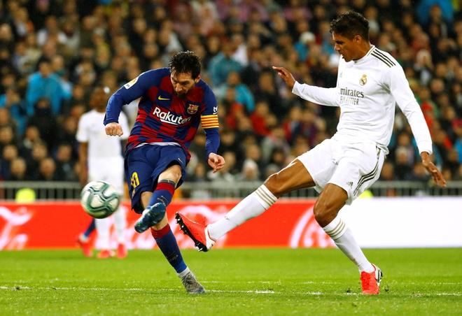 Messi tịt ngòi, Real Madrid đánh bại Barcelona để chiếm ngôi đầu La Liga - Ảnh 1