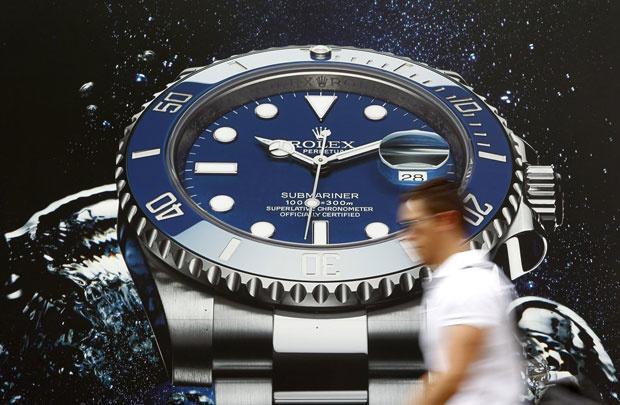"""Dịch Covid-19 khiến đồng hồ Thụy Sĩ sắp đối mặt với những """"cú đấm thép"""" - Ảnh 1"""