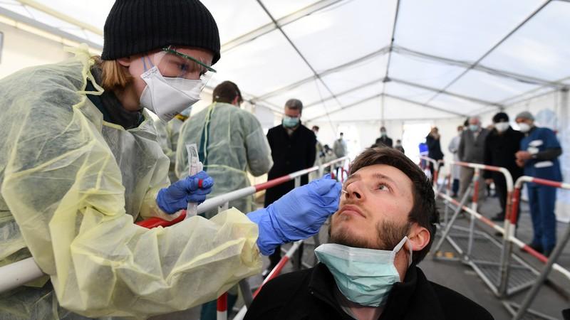 Đức, Tây Ban Nha ghi nhận số người mắc Covid-19 tăng cao kỷ lục, hơn 11.000 ca chỉ trong 1 ngày - Ảnh 1
