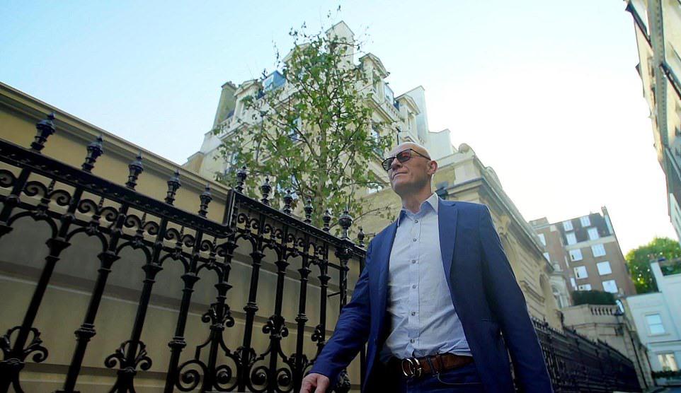 Siêu biệt thự nước Anh dùng 20.000 miếng vàng lá để ốp nội thất hiện nằm trong tay đại gia nào? - Ảnh 1