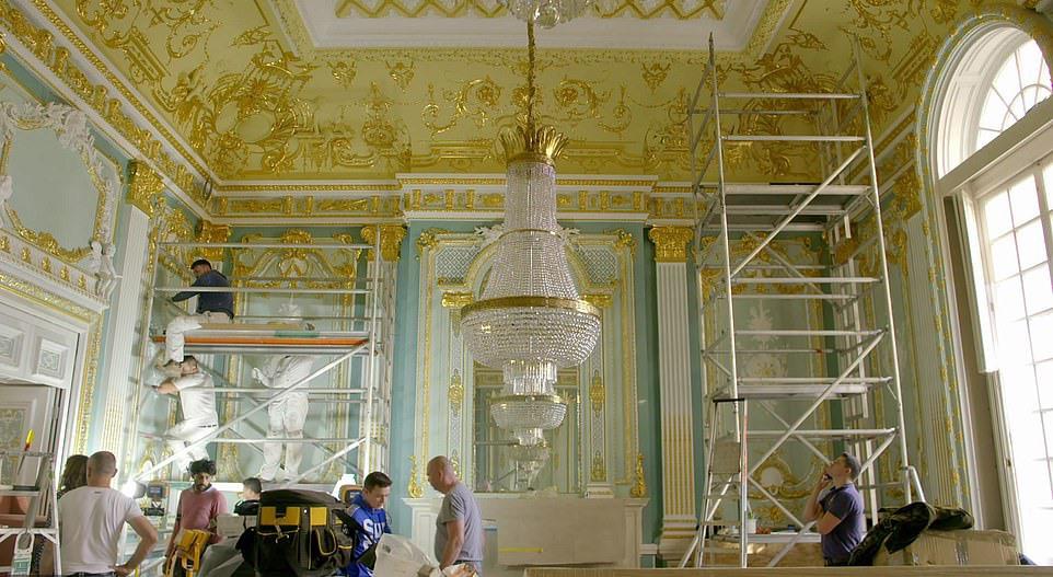 Siêu biệt thự nước Anh dùng 20.000 miếng vàng lá để ốp nội thất hiện nằm trong tay đại gia nào? - Ảnh 2