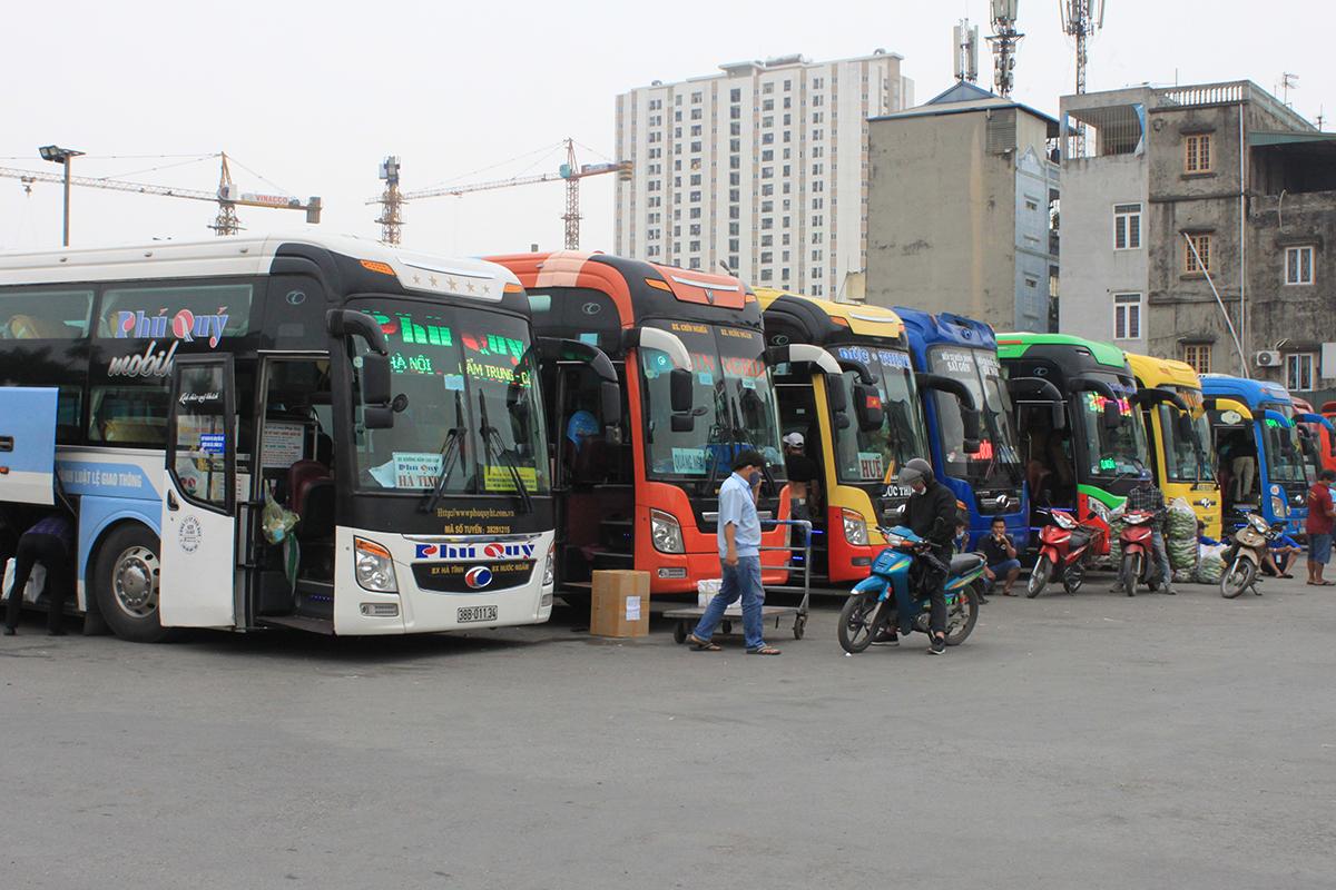 """Hỏa tốc """"lệnh"""" dừng toàn bộ xe chở khách hợp đồng trên 9 chỗ đến/đi từ Hà Nội, TP.HCM - Ảnh 1"""