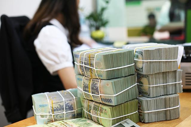 Lợi nhuận sụt giảm hơn 500 tỷ, lương nhân viên ngân hàng Vietcombank vẫn thuộc top cao ngất ngưởng - Ảnh 1