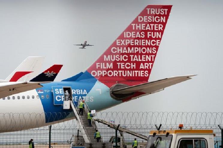 Đến Trung Quốc lấy vật tư y tế, 2 máy bay Canada quay về 'tay không' - Ảnh 1
