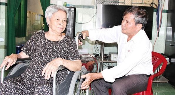 Chủ tịch Hội Chữ thập đỏ 30 năm gắn bó với công tác nhân đạo - Ảnh 1