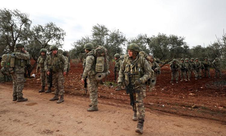 Quân đội Thổ Nhĩ Kỳ phóng đạn pháo tấn công binh sĩ Syria  - Ảnh 1