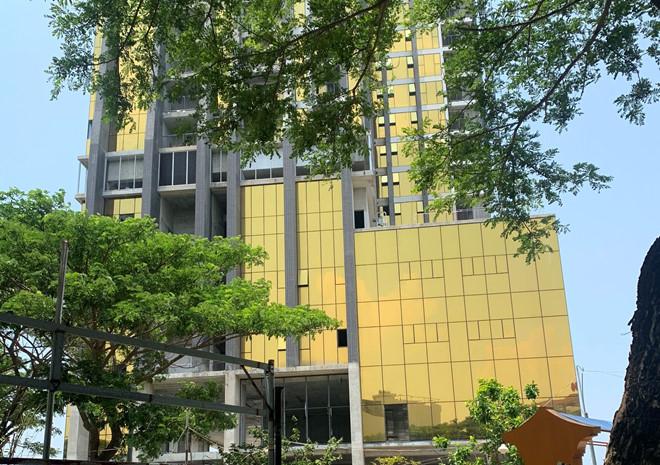 Hai cao ốc gây chói mắt ở Đà Nẵng: Chủ đầu tư được cho 5 ngày để giải trình - Ảnh 1
