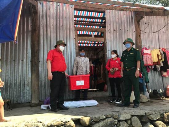 Hỗ trợ bà con bị thiệt hại nặng nề do giông lốc, mưa đá tại Lai Châu - Ảnh 1