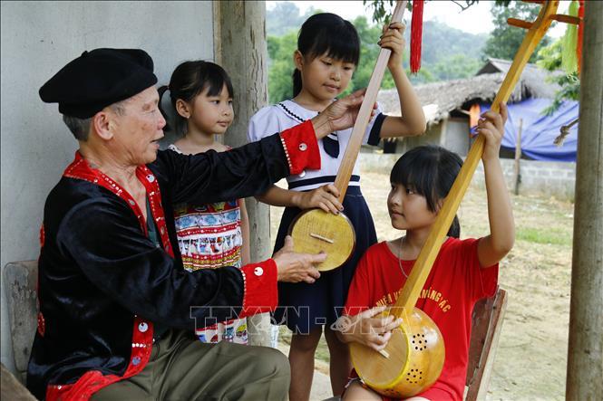 """Những cựu binh """"giữ lửa"""" cho tình yêu âm nhạc dân tộc - Ảnh 1"""