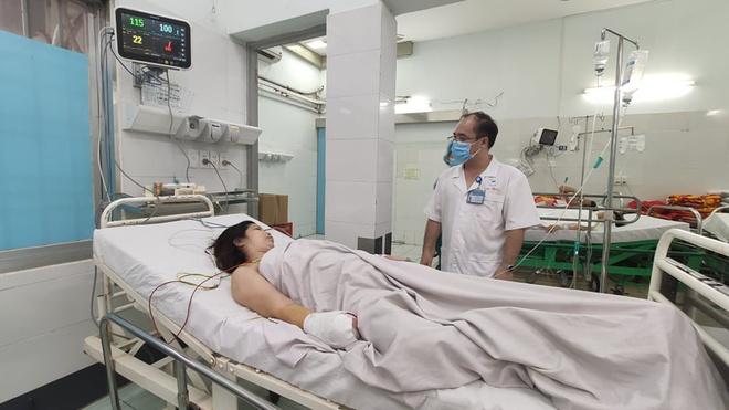 TP.HCM: Một phụ nữ bị máy xay thịt nghiền nát bàn tay  - Ảnh 1
