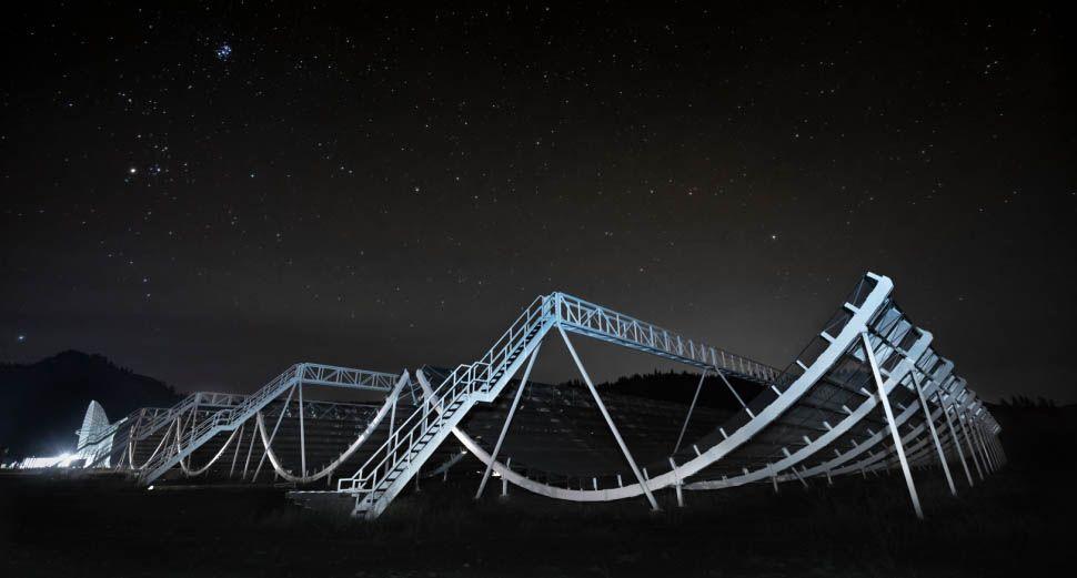 Các nhà khoa học kinh ngạc khi lần đầu tiên phát hiện sóng radio trong dải Ngân Hà - Ảnh 1