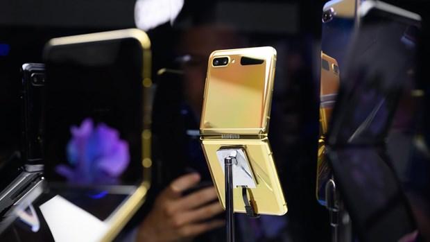 Samsung rậm rịch cho đặt hàng trước Galaxy Z Flip phiên bản vàng - Ảnh 1