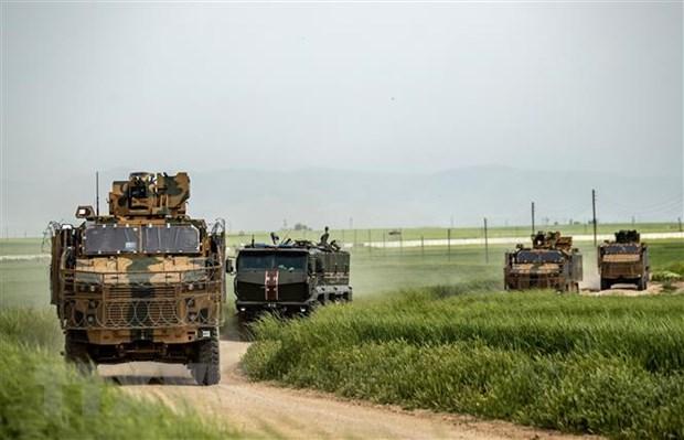 Nga điều động loạt xe bọc thép chặn đoàn xe của đội tuần tra Mỹ - Ảnh 1