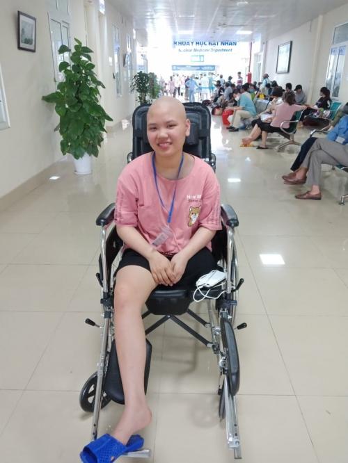 Ước mong có... chân giả và tự tin là cây xương rồng của bé gái bị ung thư - Ảnh 1